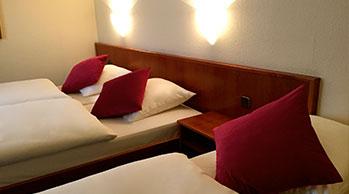 ramor-hotel-dreibettzimmer